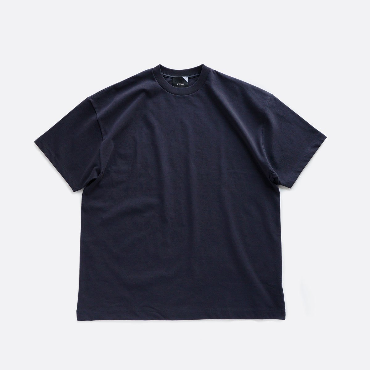 ATON FRESCA PLATE OVERSIZED T-SHIRT (NAVY)