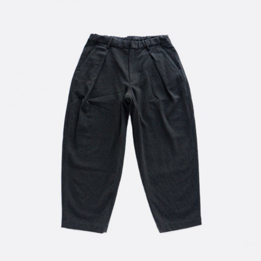 <img class='new_mark_img1' src='https://img.shop-pro.jp/img/new/icons1.gif' style='border:none;display:inline;margin:0px;padding:0px;width:auto;' />WASHABLE WOOL RATINE W-TUCK PANTS