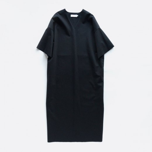 <img class='new_mark_img1' src='https://img.shop-pro.jp/img/new/icons39.gif' style='border:none;display:inline;margin:0px;padding:0px;width:auto;' />COMPACT PONTE CUT OFF DRESS