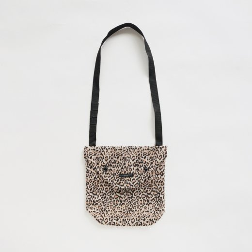 <img class='new_mark_img1' src='https://img.shop-pro.jp/img/new/icons1.gif' style='border:none;display:inline;margin:0px;padding:0px;width:auto;' />SHOULDER POUCH - CP LEOPARD JACQUARD