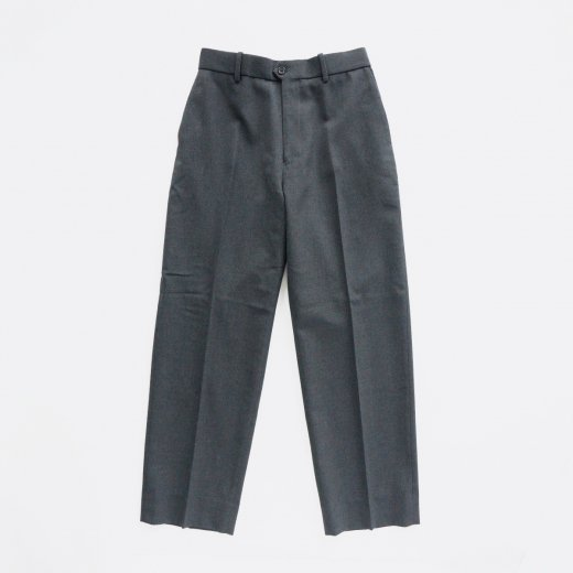 <img class='new_mark_img1' src='https://img.shop-pro.jp/img/new/icons1.gif' style='border:none;display:inline;margin:0px;padding:0px;width:auto;' />FLAT FRONT TROUSERS