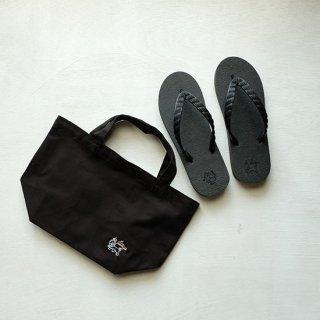 "Brown and Dennis "" Beach Sandals "" Black"