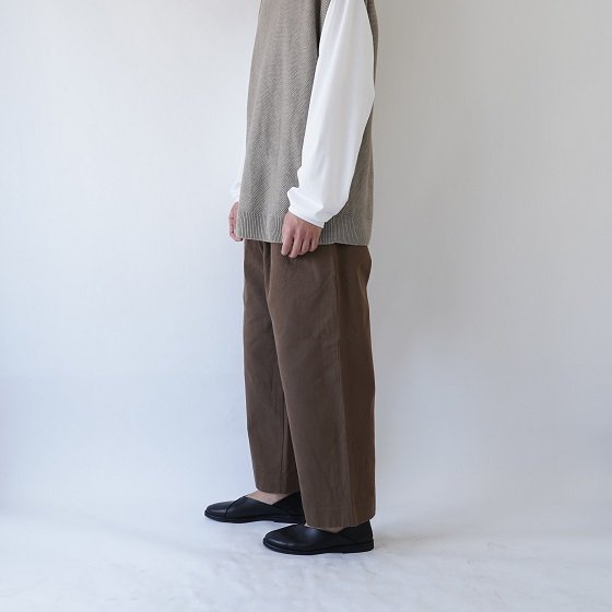【YAECA ヤエカ】COTTON TWILL PANTS 2TUCK / BROWN