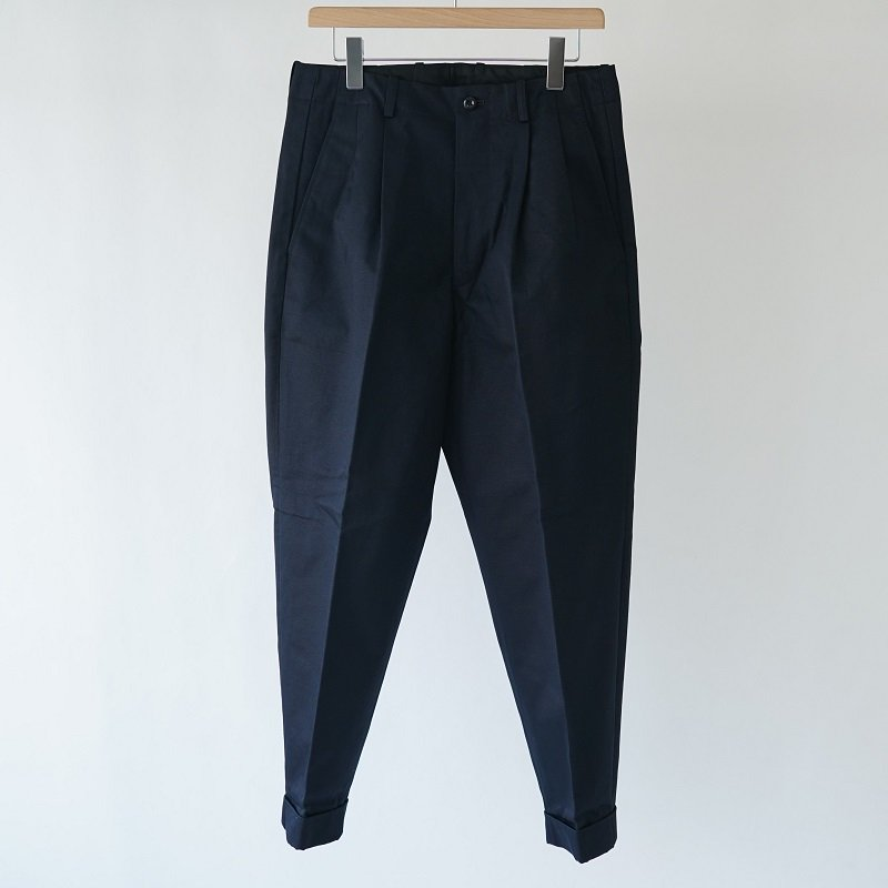 【SCYE サイ】SANJOAQUIN COTTON CHINO PLEATED BELTLESS / DARK NAVY