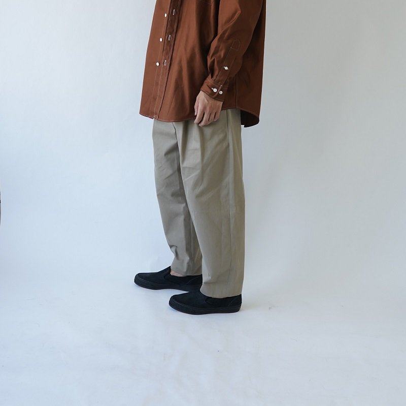 【URU  ウル】COTTON 2 TUCK PANTS / BEIGE