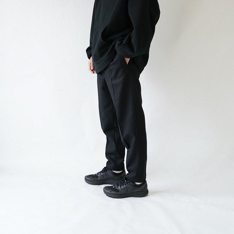 【LOWNN ローン】TAPERED LEGS TROUSERS / BLACK PLAIN