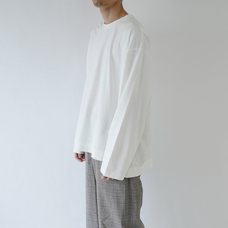 【WELLDER ウェルダー】FLUTTER TAIL BUCK SIDE TUCKED CREWNECK  / WHITE