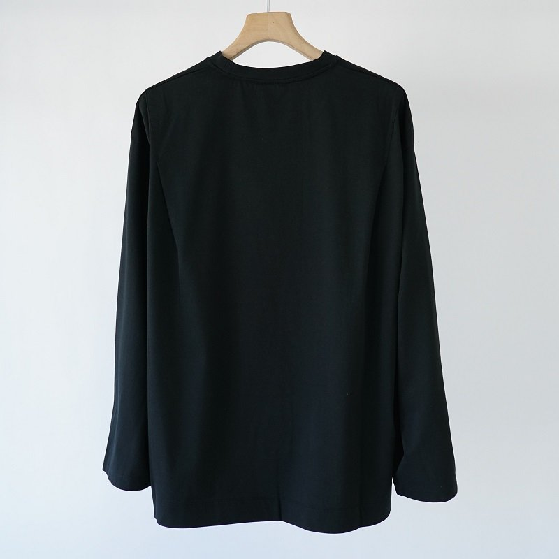 【WELLDER ウェルダー】FLUTTER TAIL BUCK SIDE TUCKED CREWNECK  /  BLACK