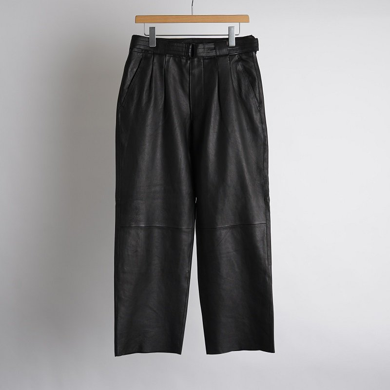 【YOKE ヨーク】 BELTED LEATHER 2TUCK TROUSERS / BLACK
