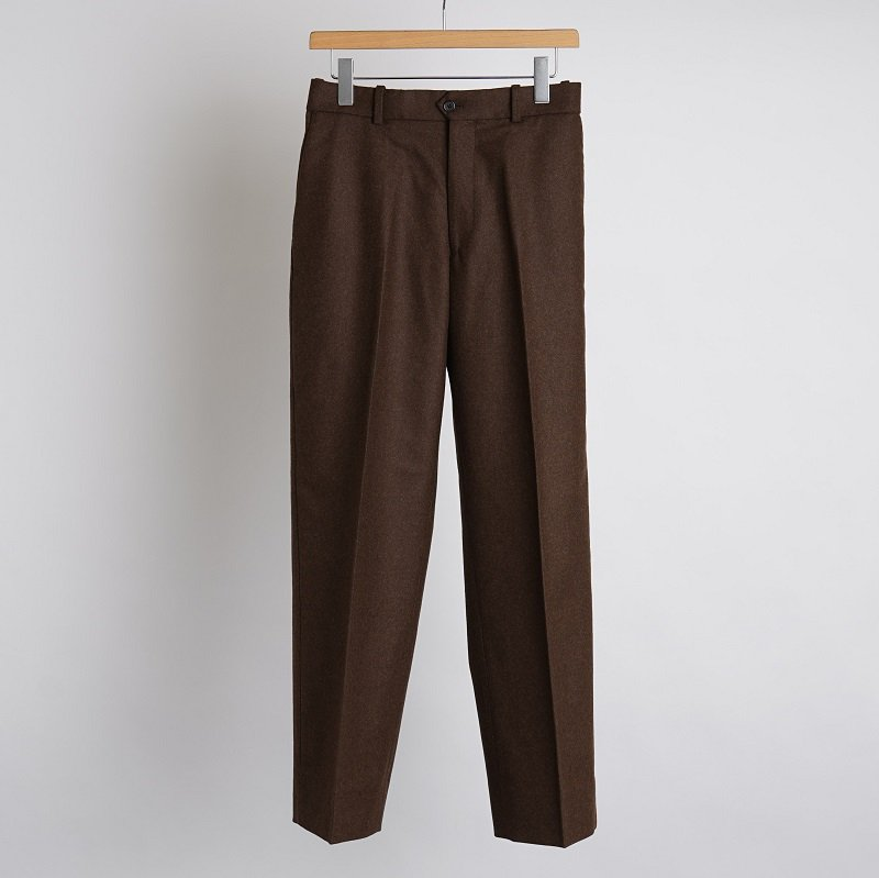 【MARKAWARE マーカウェア】  BLACK WOOL 2/48 FLANNEL FLAT FRONT TROUSERS / NATURAL  BROWN