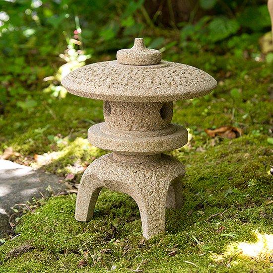 島根県産・出雲石・丸雪見 ミニ灯篭5寸 / Maru-yukimi lantern (small size, 16cm), Izumo stone, Shimane Prefecture