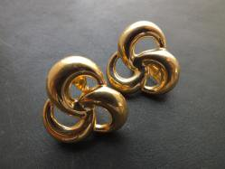 Monet・Gold Tone Earring