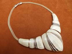 1970s Cream+Gold Necklace