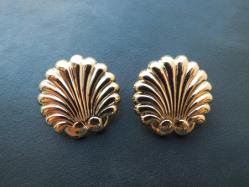 Tailored Scallops Pierced Earring