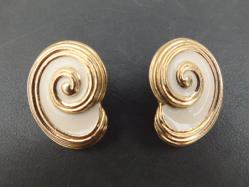 Cream Swirl Pierced Earring
