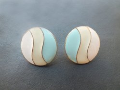 Cream Pastel Pierced Earring