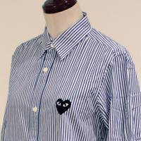 PLAY Comme des Garconsのシャツ・ブラウス 綿ブロードストライプ(黒エンブレム) AZ-B007-051-1<img class='new_mark_img2' src='https://img.shop-pro.jp/img/new/icons15.gif' style='border:none;display:inline;margin:0px;padding:0px;width:auto;' />