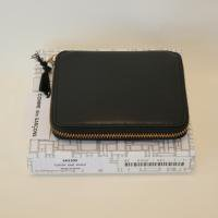 【ユニセックス】 Wallet COMME des GARCONS 二つ折りZIP財布 黒 Classic Leather Line<img class='new_mark_img2' src='https://img.shop-pro.jp/img/new/icons15.gif' style='border:none;display:inline;margin:0px;padding:0px;width:auto;' />