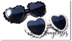 プレゼントに最適!Heart Sunglasses