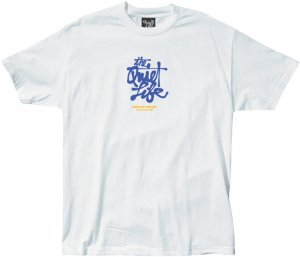 <img class='new_mark_img1' src='https://img.shop-pro.jp/img/new/icons1.gif' style='border:none;display:inline;margin:0px;padding:0px;width:auto;' />The Quiet Life Cody Script Tee -ホワイト