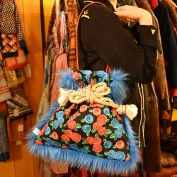 【murakado】巾着ファーバッグ バラ柄 TOGETOGE(BL)|kinchaku fur bag [DW15-308]【レターパックプラス可】<img class='new_mark_img2' src='https://img.shop-pro.jp/img/new/icons1.gif' style='border:none;display:inline;margin:0px;padding:0px;width:auto;' />
