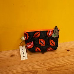 【ULOCO】チュー毒ポーチ(黒) Uloco-chudoku pouch kuro 【クリックポスト可】<img class='new_mark_img2' src='https://img.shop-pro.jp/img/new/icons1.gif' style='border:none;display:inline;margin:0px;padding:0px;width:auto;' />