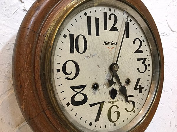 東京の平和島骨董祭でRさんと知り合った。 Rさんは京都の人であったが同じ京都のSさんを紹介してくれた。 Sさんは時計 をたくさん扱っているということだった。