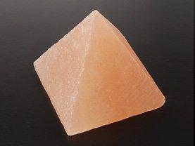 ソルトピラミッド (高さ8cm 重さ400g〜500g)