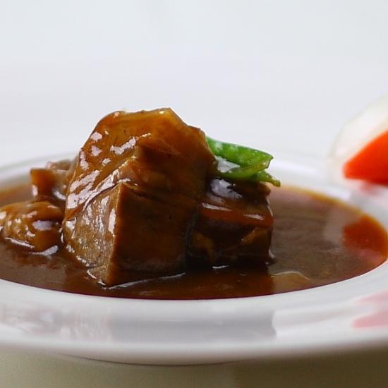 国産牛をじっくり煮込んだビーフシチュー