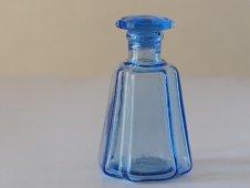 ガラスの醤油瓶(青)