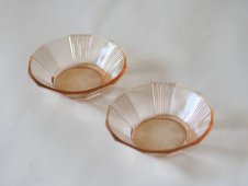 ガラスの器(薄桃色)