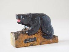 石彫りのクマ