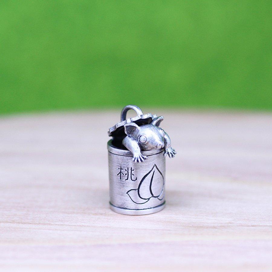 フクモモ缶のペンダント