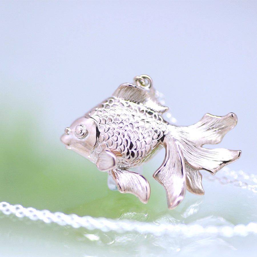 金魚のペンダント