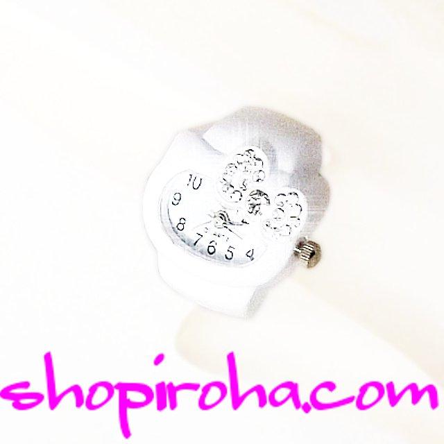 白い子猫のリングウォッチ指輪時計 Ring Clock メンズでもレディースでも、便利で、オシャレな リングウォッチ 指時計 Ring Watch 横長丸 パヴェ 白猫リボン  shopiroha.com 送料無料