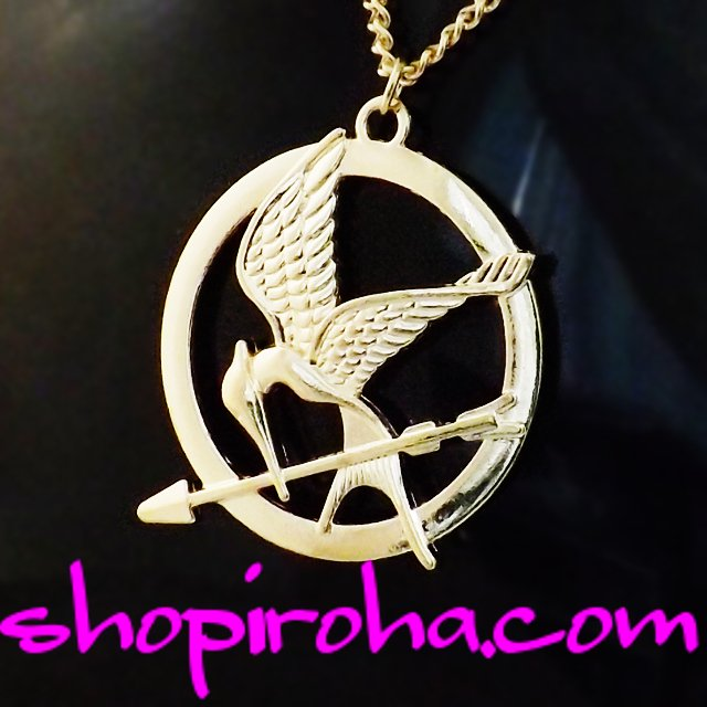 Hunger Gamesハンガーゲーム・ファン必見のネックレス!炎の鳥マネシカケスと黄金の矢のネックレス shopiroha.com送料無料