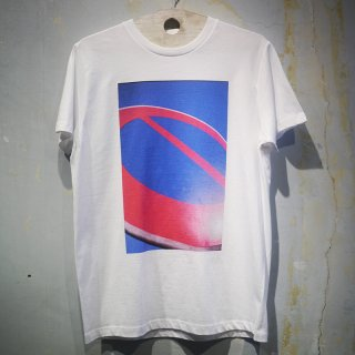 red and blue T