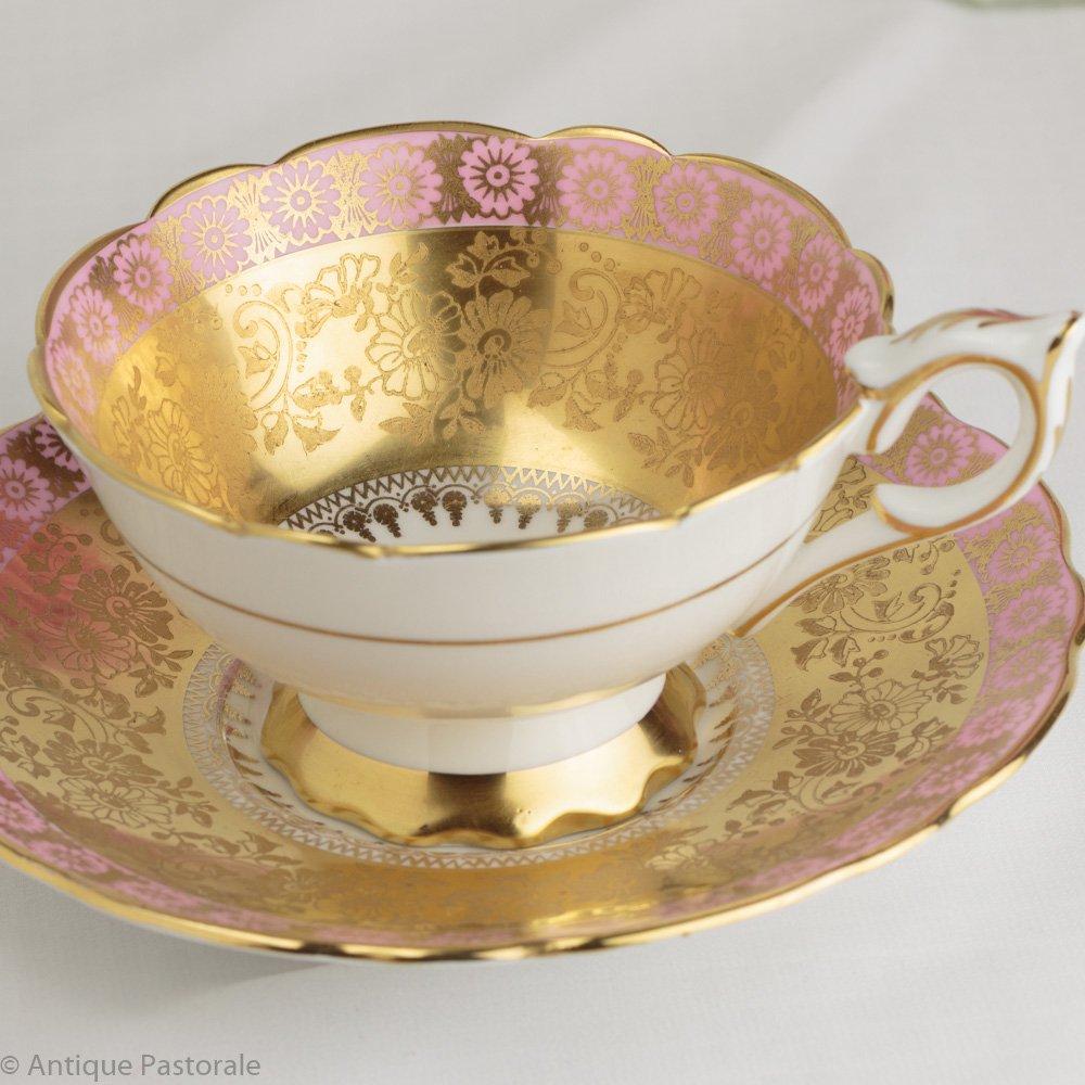 ロイヤルスタッフォード 金の菊花文様 豪華なカップ&ソーサー