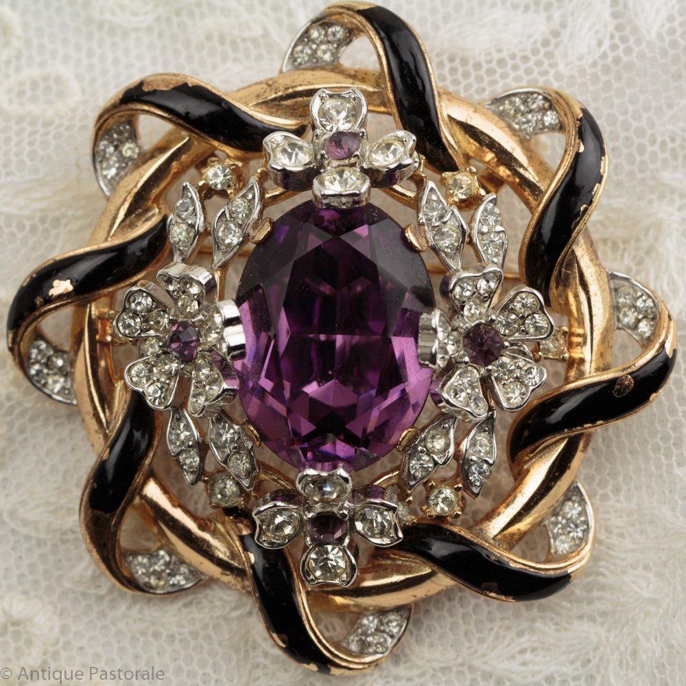 TRIFARI ビンテージ 紫のカラーガラスと黒いエナメルリボン ブローチ 1939年代~1960年代
