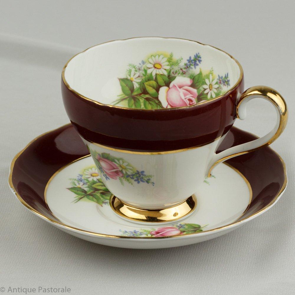 ロイヤルアダレイ ボーンチャイナ シックなワインレッドの帯とピンクのバラ カップ&ソーサー 1962〜