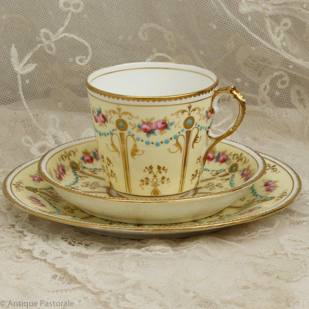 アーリーミントン ノーマーク ターコイズのビジューと薔薇の花 ミルクセーキ色のティートリオ
