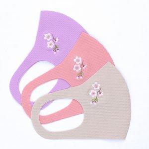 肌触りがいいニット素材  刺繍入りワッフルマスク  枝桜 / 3カラー