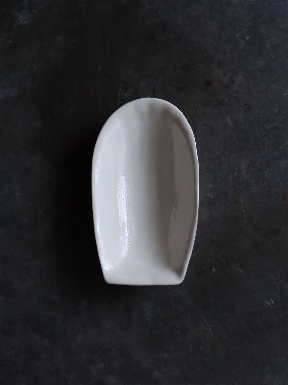 松本美弥子 お菓子型 豆皿 B 白(内側)×銀(外側)
