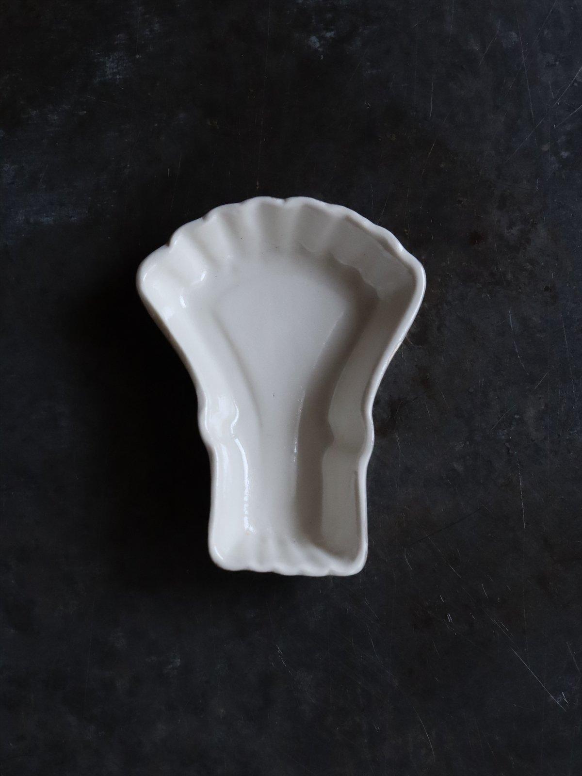 松本美弥子 お菓子型 豆皿 C 白(内側)×銀(外側)