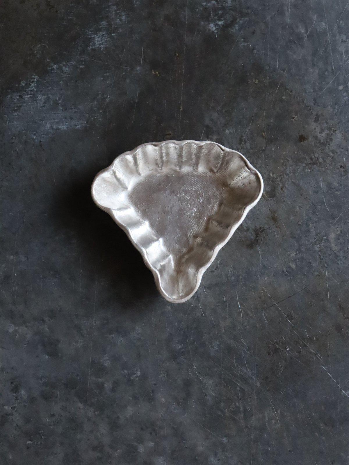 松本美弥子 お菓子型 豆皿 D 銀(内側)×白(外側)