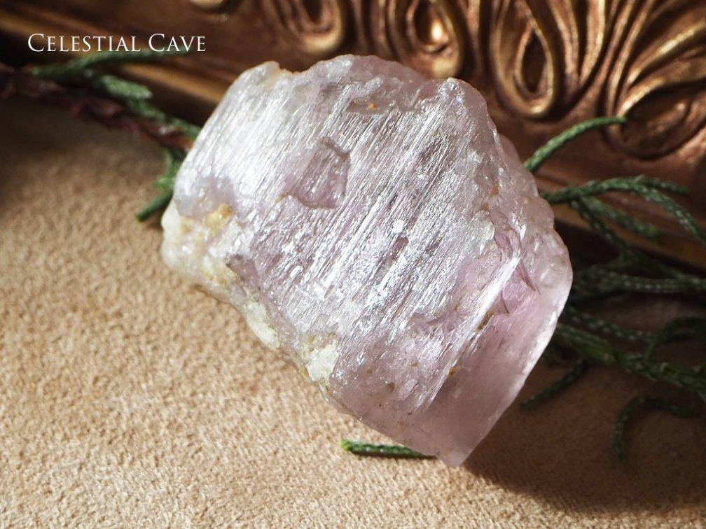 クンツァイト 原石