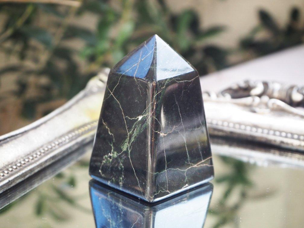 オブシディアンピラミッド