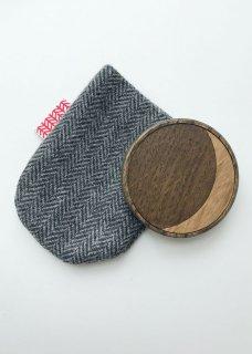 水たまりに月が映る 木製ハンドミラー(布袋付)