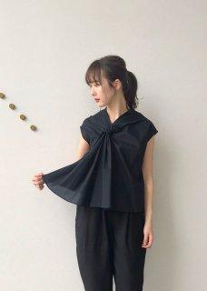 twist collar / blouse