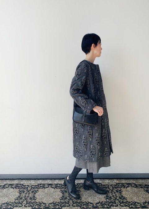 アピオス柄の刺繍コート